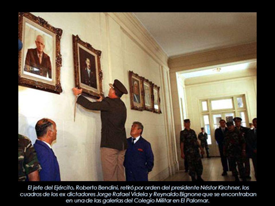El jefe del Ejército, Roberto Bendini, retiró por orden del presidente Néstor Kirchner, los cuadros de los ex dictadores Jorge Rafael Videla y Reynaldo Bignone que se encontraban en una de las galerías del Colegio Militar en El Palomar.