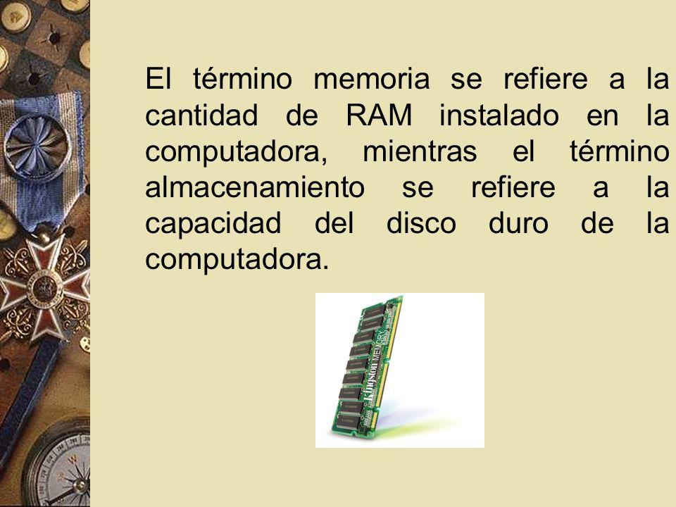 El término memoria se refiere a la cantidad de RAM instalado en la computadora, mientras el término almacenamiento se refiere a la capacidad del disco duro de la computadora.
