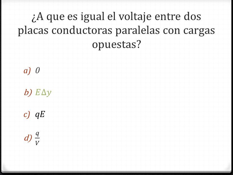 ¿A que es igual el voltaje entre dos placas conductoras paralelas con cargas opuestas