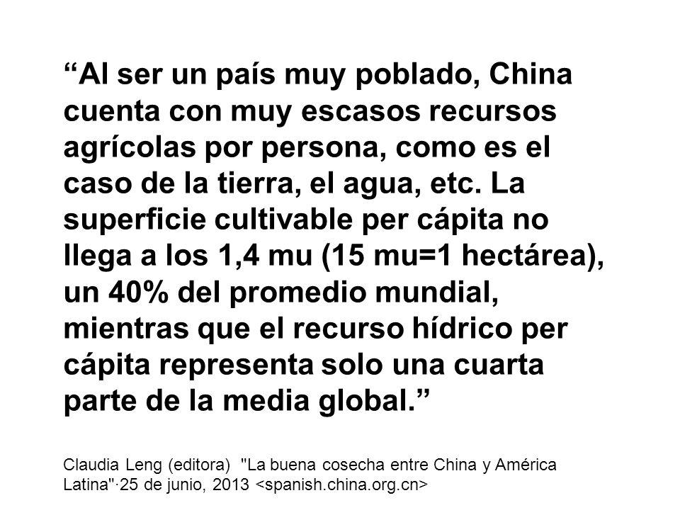 Al ser un país muy poblado, China cuenta con muy escasos recursos agrícolas por persona, como es el caso de la tierra, el agua, etc. La superficie cultivable per cápita no llega a los 1,4 mu (15 mu=1 hectárea), un 40% del promedio mundial, mientras que el recurso hídrico per cápita representa solo una cuarta parte de la media global.