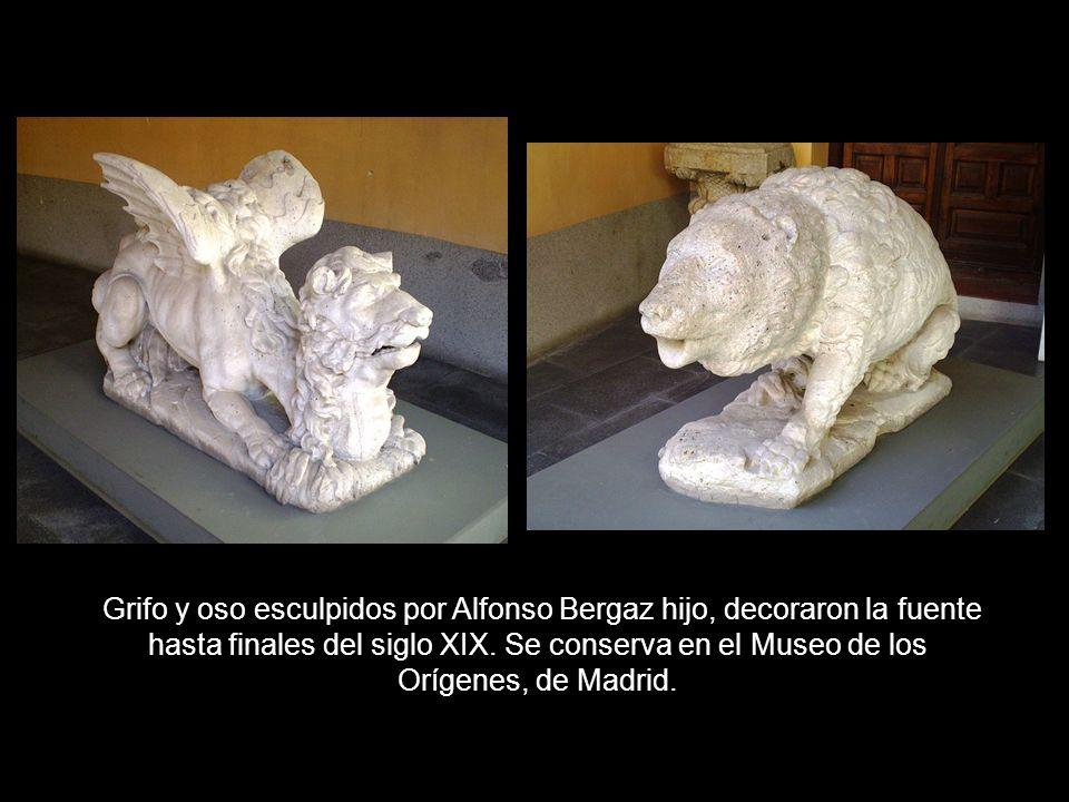 Grifo y oso esculpidos por Alfonso Bergaz hijo, decoraron la fuente hasta finales del siglo XIX.