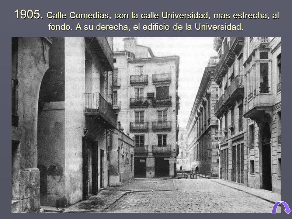 1905. Calle Comedias, con la calle Universidad, mas estrecha, al fondo