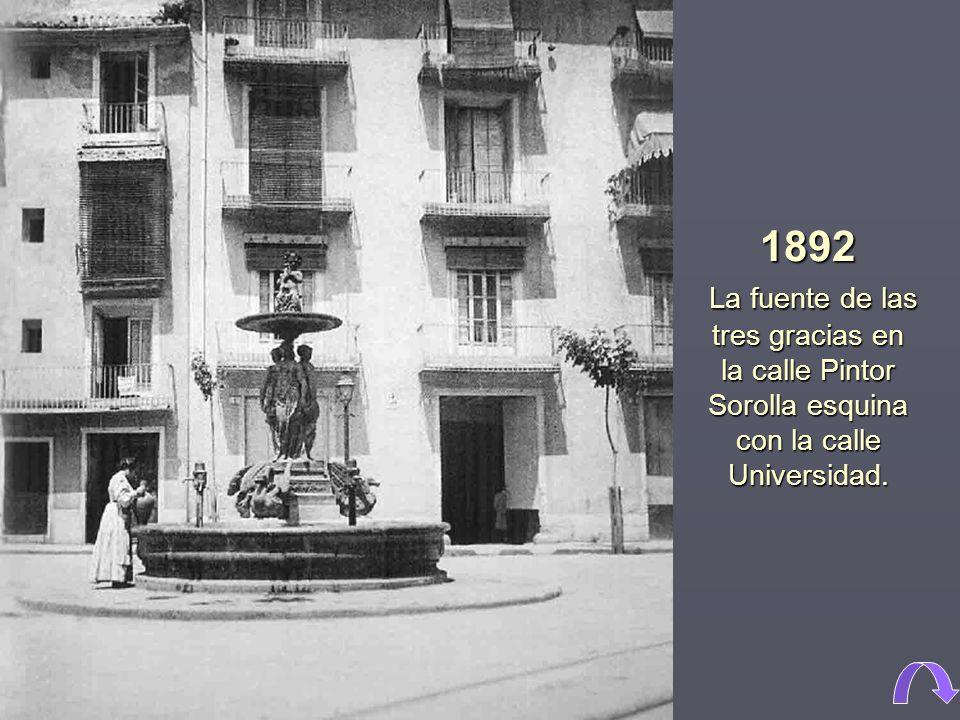 1892 La fuente de las tres gracias en la calle Pintor Sorolla esquina con la calle Universidad.