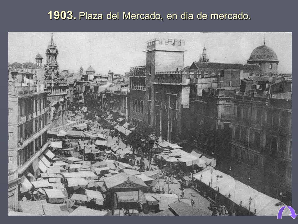 1903. Plaza del Mercado, en dia de mercado.