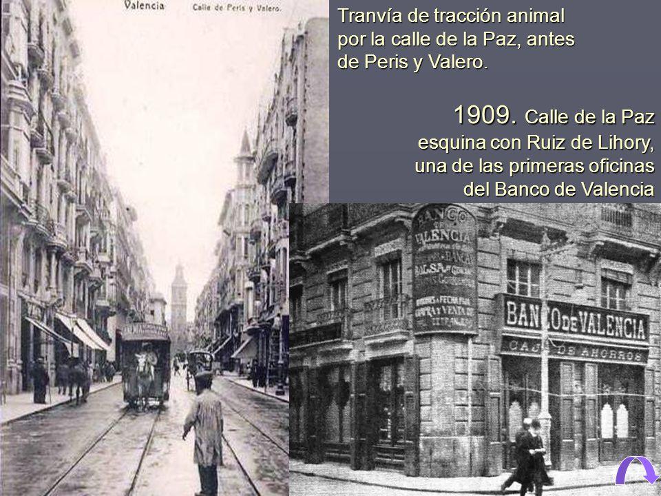 Tranvía de tracción animal por la calle de la Paz, antes de Peris y Valero.