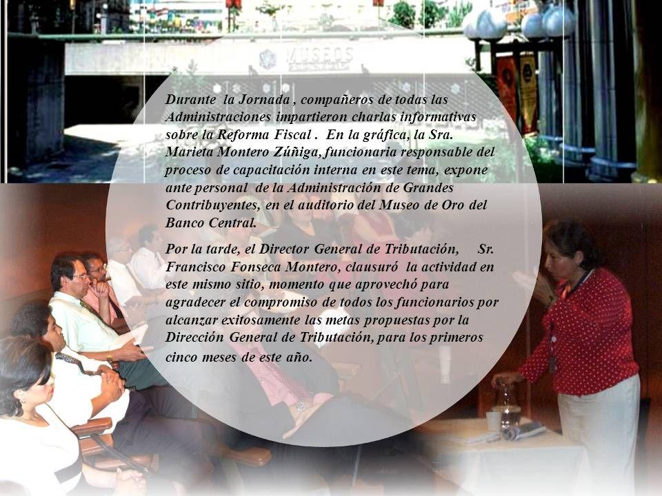 Durante la Jornada , compañeros de todas las Administraciones impartieron charlas informativas sobre la Reforma Fiscal . En la gráfica, la Sra. Marieta Montero Zúñiga, funcionaria responsable del proceso de capacitación interna en este tema, expone ante personal de la Administración de Grandes Contribuyentes, en el auditorio del Museo de Oro del Banco Central.