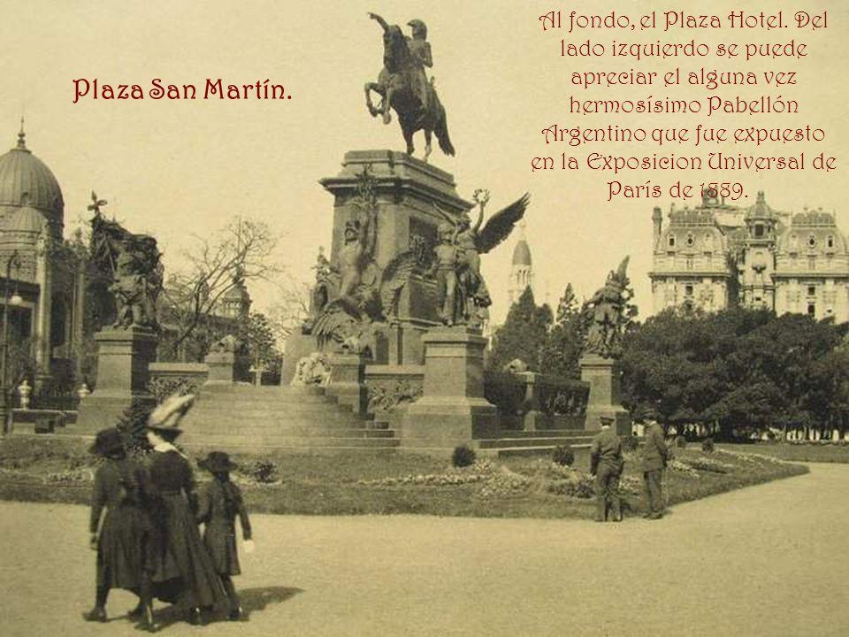 Al fondo, el Plaza Hotel. Del lado izquierdo se puede apreciar el alguna vez hermosísimo Pabellón Argentino que fue expuesto en la Exposicion Universal de París de 1889.