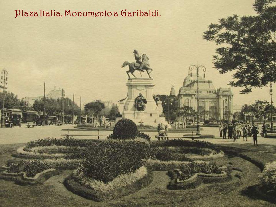 Plaza Italia, Monumento a Garibaldi.