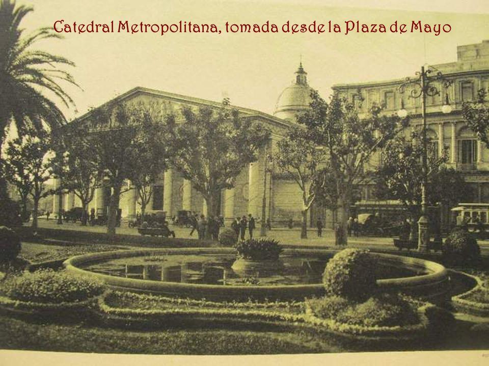 Catedral Metropolitana, tomada desde la Plaza de Mayo