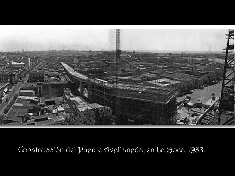 Construcción del Puente Avellaneda, en La Boca. 1938.