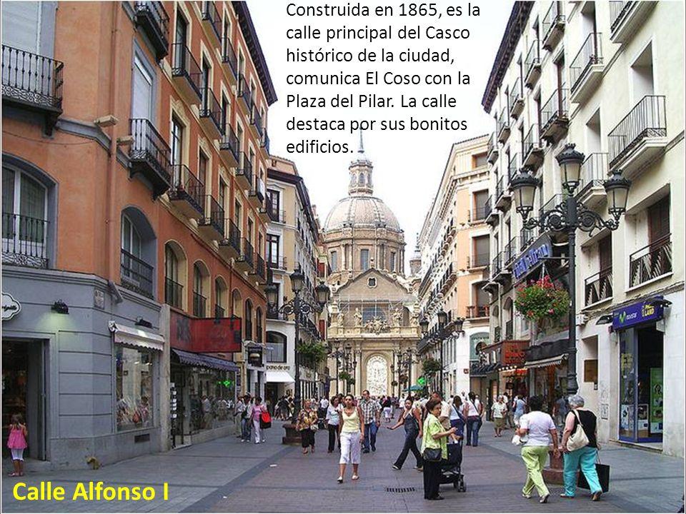 Construida en 1865, es la calle principal del Casco histórico de la ciudad, comunica El Coso con la Plaza del Pilar. La calle destaca por sus bonitos edificios.