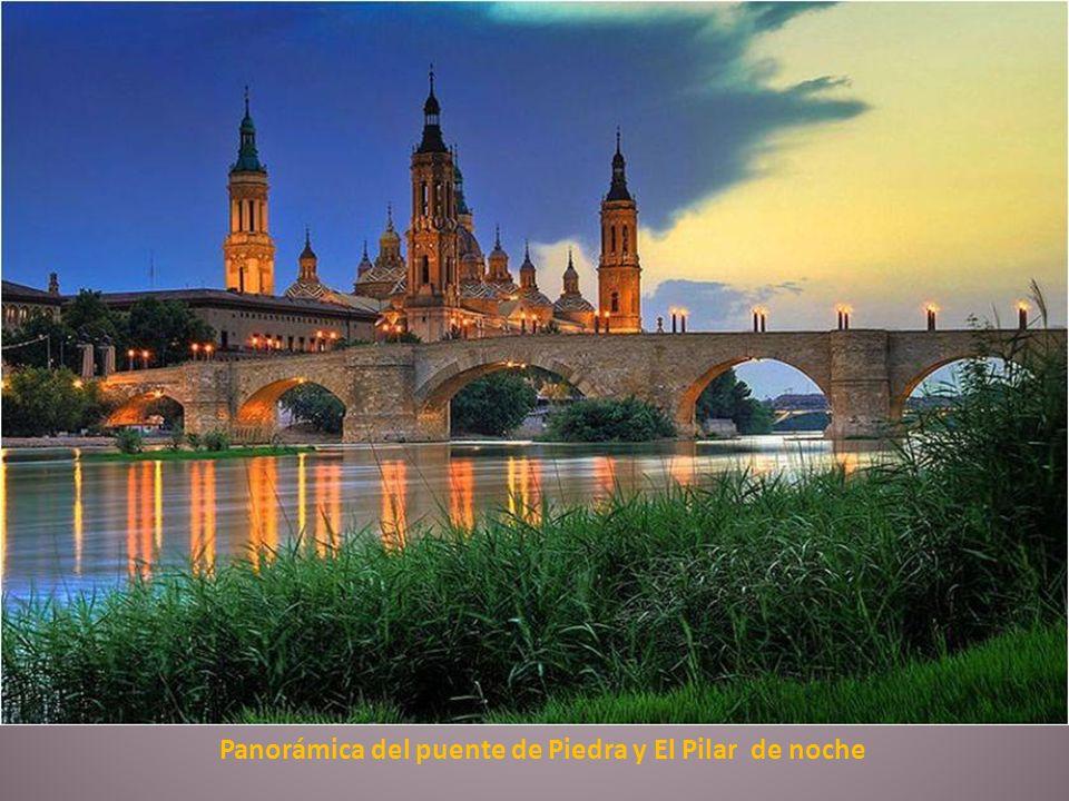 Panorámica del puente de Piedra y El Pilar de noche