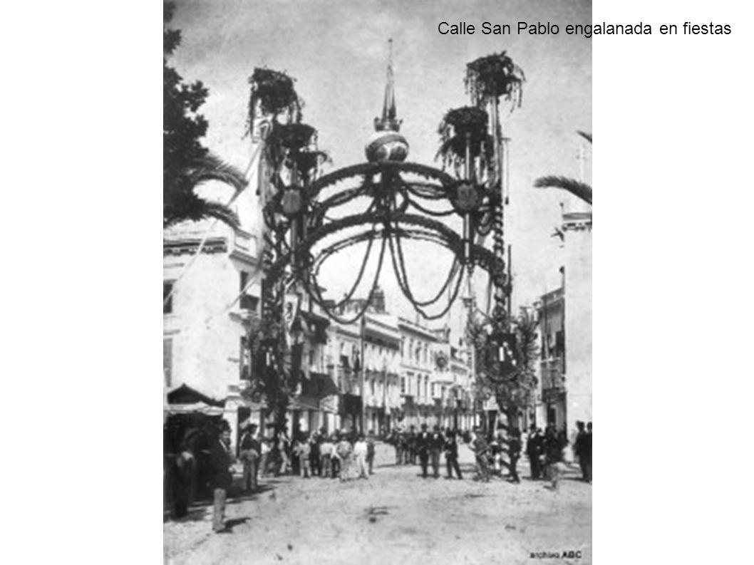 Calle San Pablo engalanada en fiestas