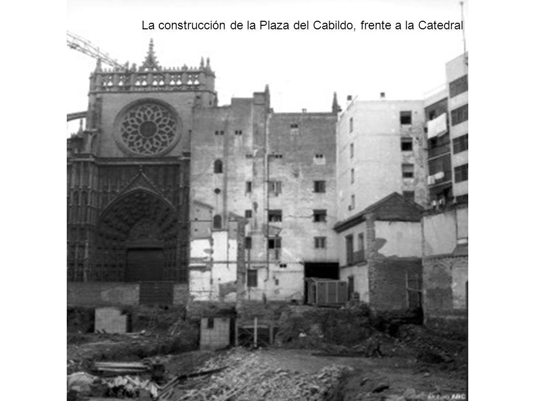 La construcción de la Plaza del Cabildo, frente a la Catedral
