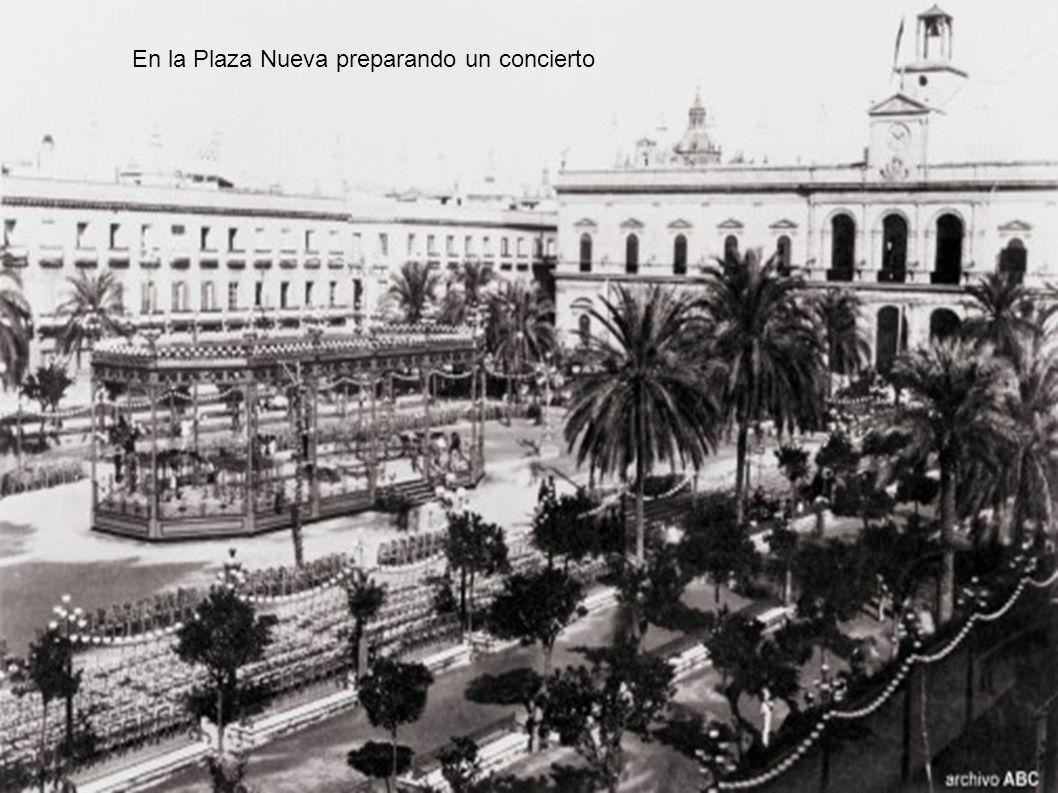 En la Plaza Nueva preparando un concierto