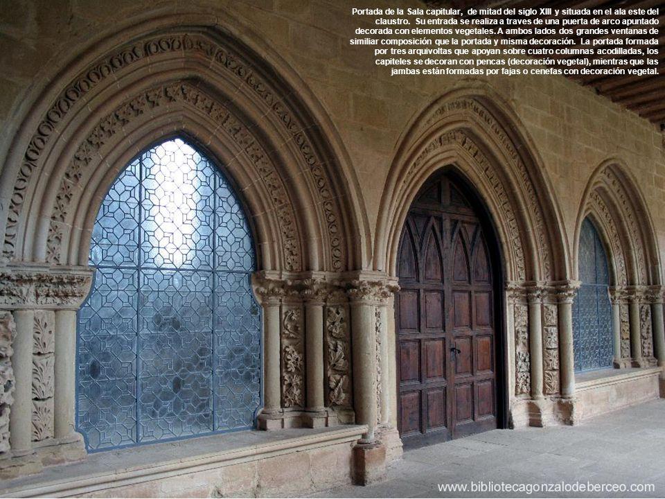 Portada de la Sala capitular, de mitad del siglo XIII y situada en el ala este del claustro.