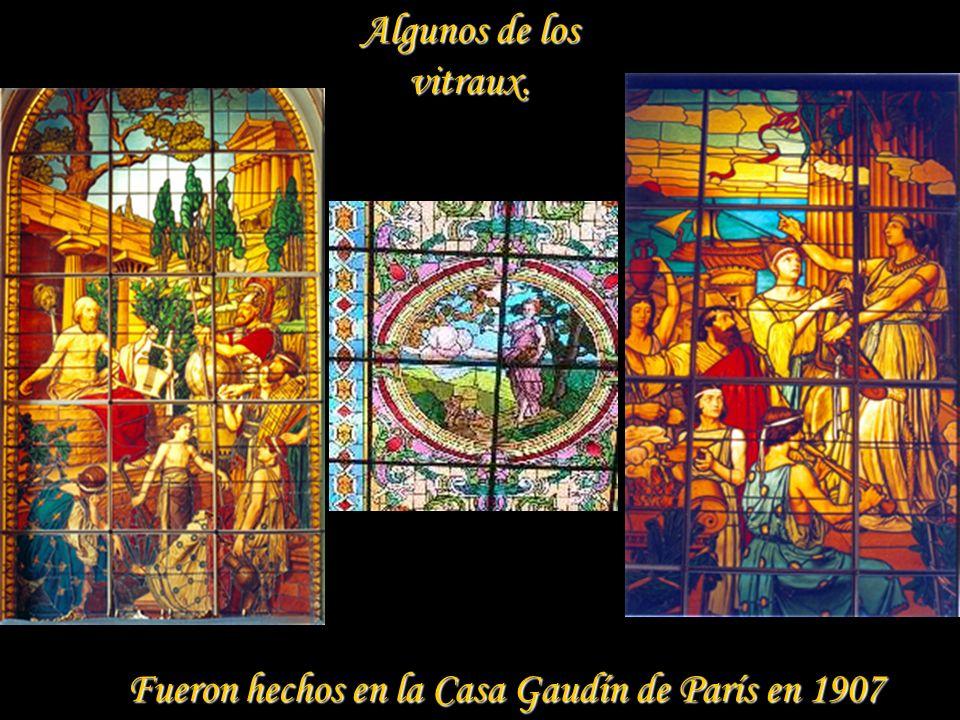 Algunos de los vitraux. Fueron hechos en la Casa Gaudín de París en 1907