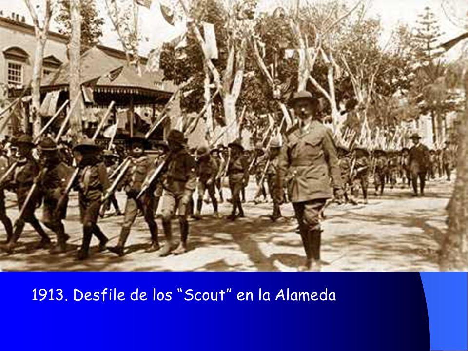1913. Desfile de los Scout en la Alameda