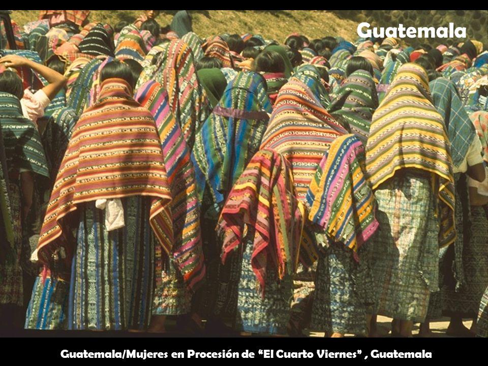 Guatemala/Mujeres en Procesión de El Cuarto Viernes , Guatemala