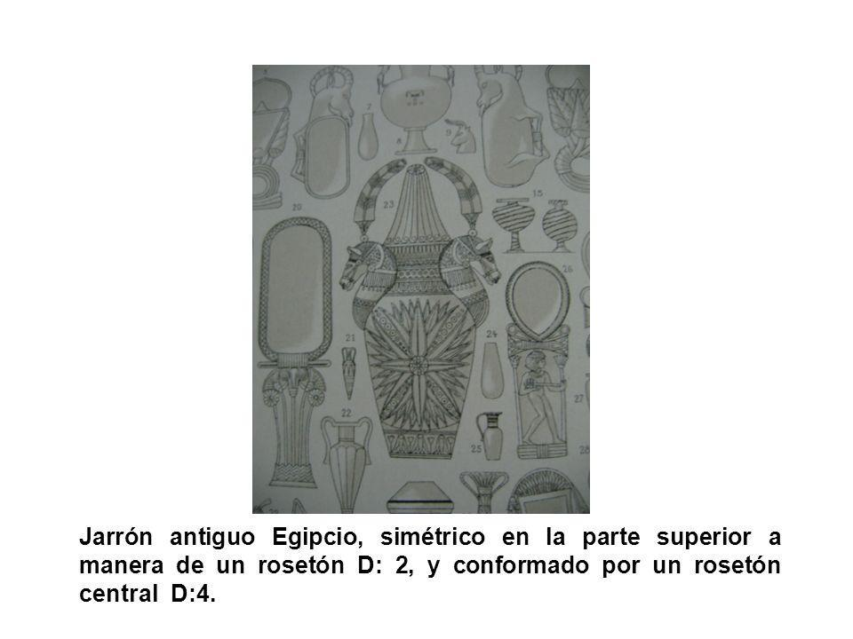 Jarrón antiguo Egipcio, simétrico en la parte superior a manera de un rosetón D: 2, y conformado por un rosetón central D:4.