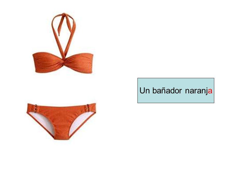 Un bañador naranja