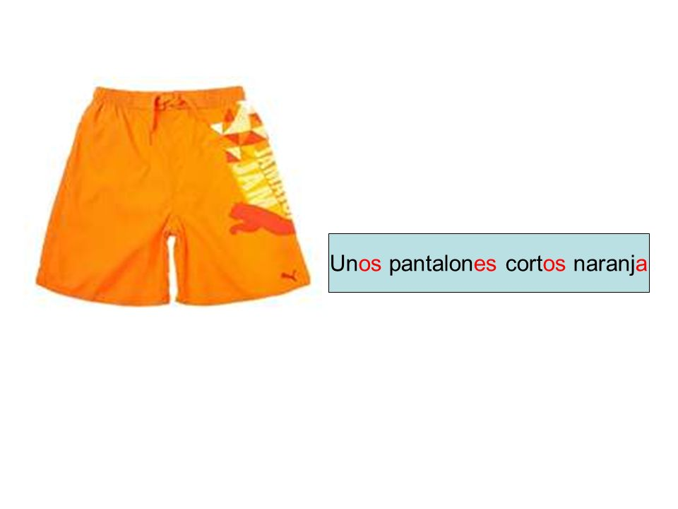 Unos pantalones cortos naranja