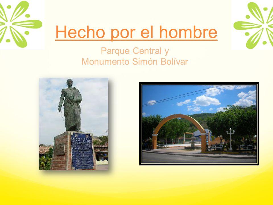 Parque Central y Monumento Simón Bolívar