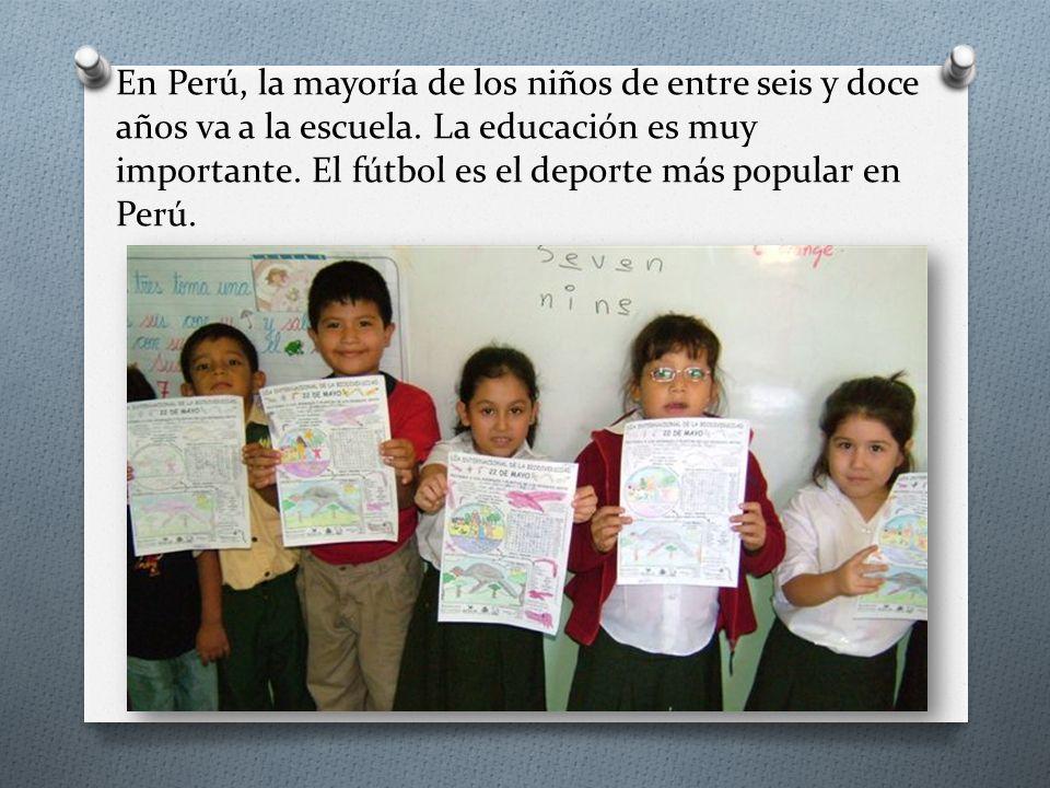 En Perú, la mayoría de los niños de entre seis y doce años va a la escuela.