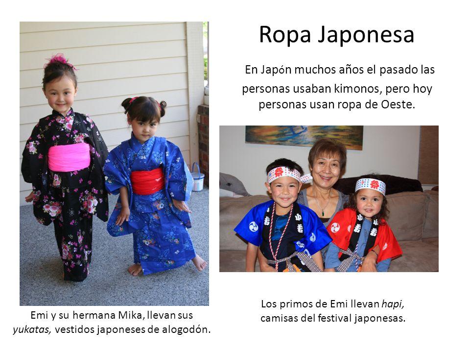 Ropa Japonesa En Japón muchos años el pasado las personas usaban kimonos, pero hoy personas usan ropa de Oeste.