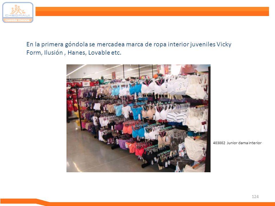 En la primera góndola se mercadea marca de ropa interior juveniles Vicky Form, Ilusión , Hanes, Lovable etc.