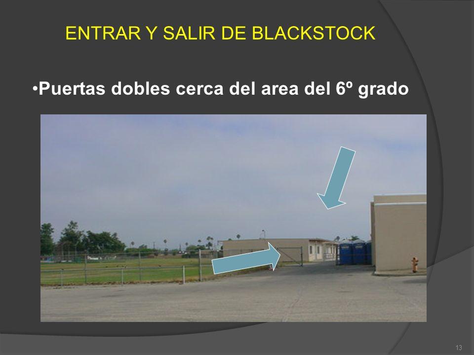 Puertas dobles cerca del area del 6º grado