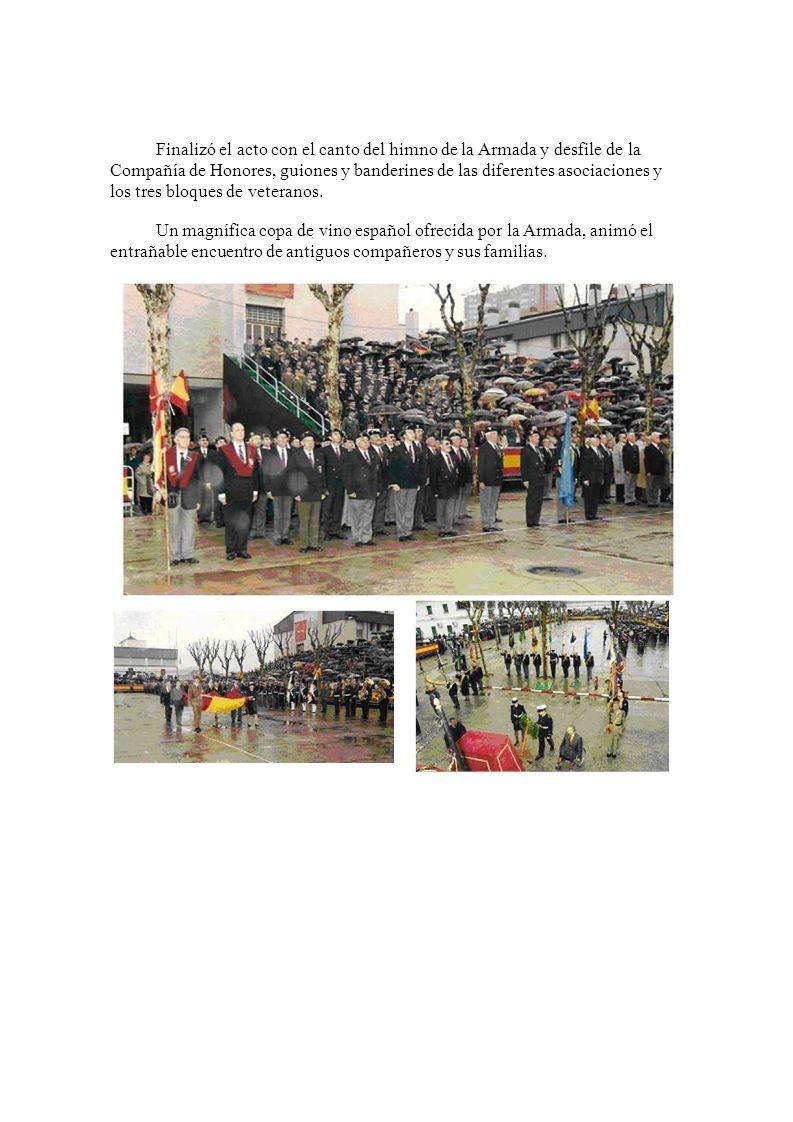 Finalizó el acto con el canto del himno de la Armada y desfile de la