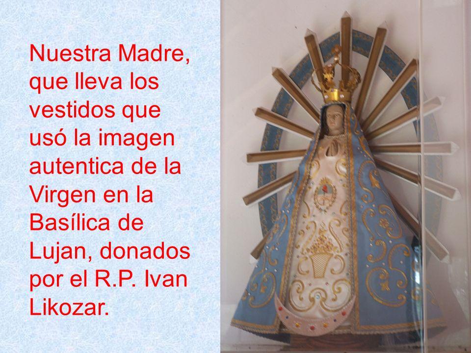 Nuestra Madre, que lleva los vestidos que usó la imagen autentica de la Virgen en la Basílica de Lujan, donados por el R.P.