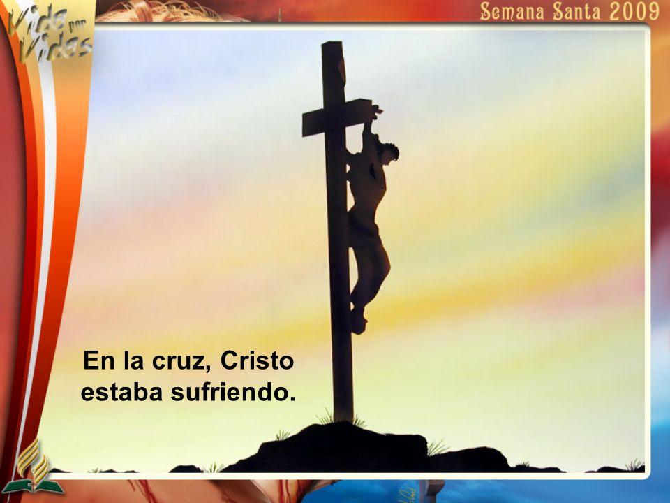 En la cruz, Cristo estaba sufriendo.