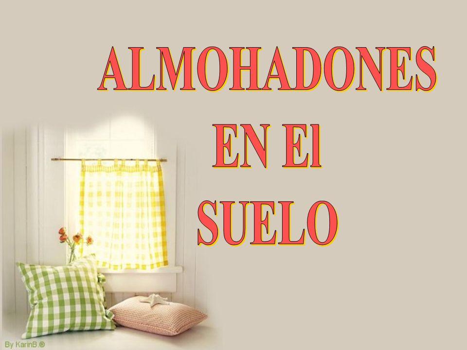 ALMOHADONES EN El SUELO