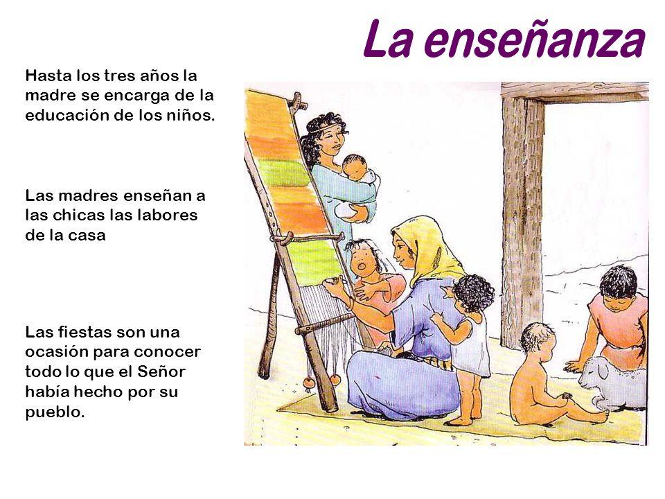 La enseñanza Hasta los tres años la madre se encarga de la educación de los niños. Las madres enseñan a las chicas las labores de la casa.