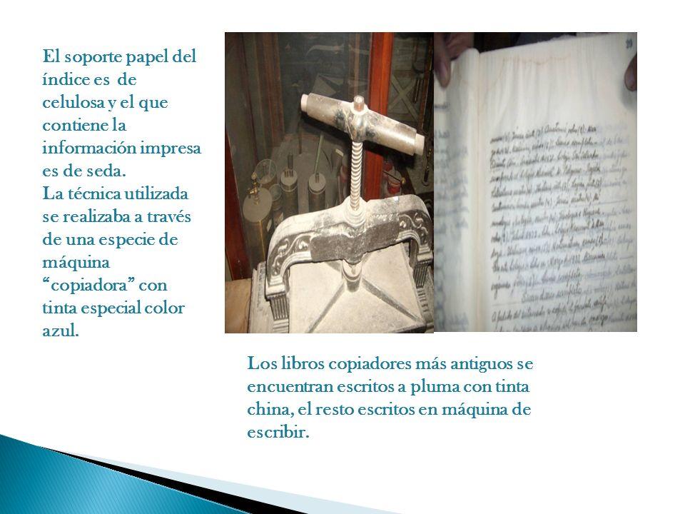 El soporte papel del índice es de celulosa y el que contiene la información impresa es de seda.