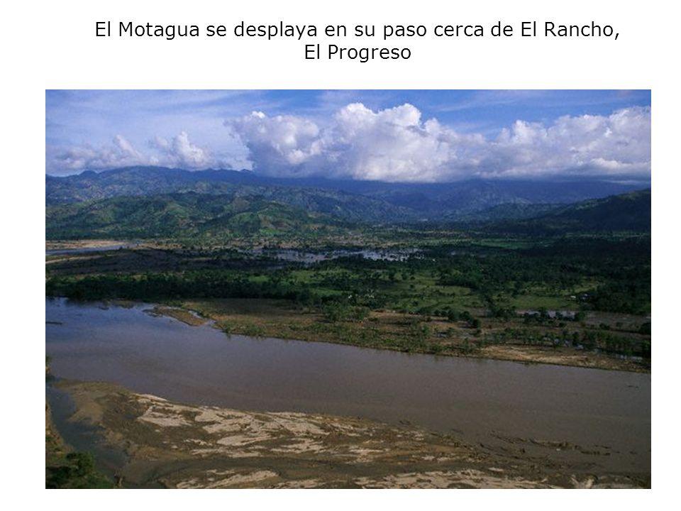 El Motagua se desplaya en su paso cerca de El Rancho, El Progreso