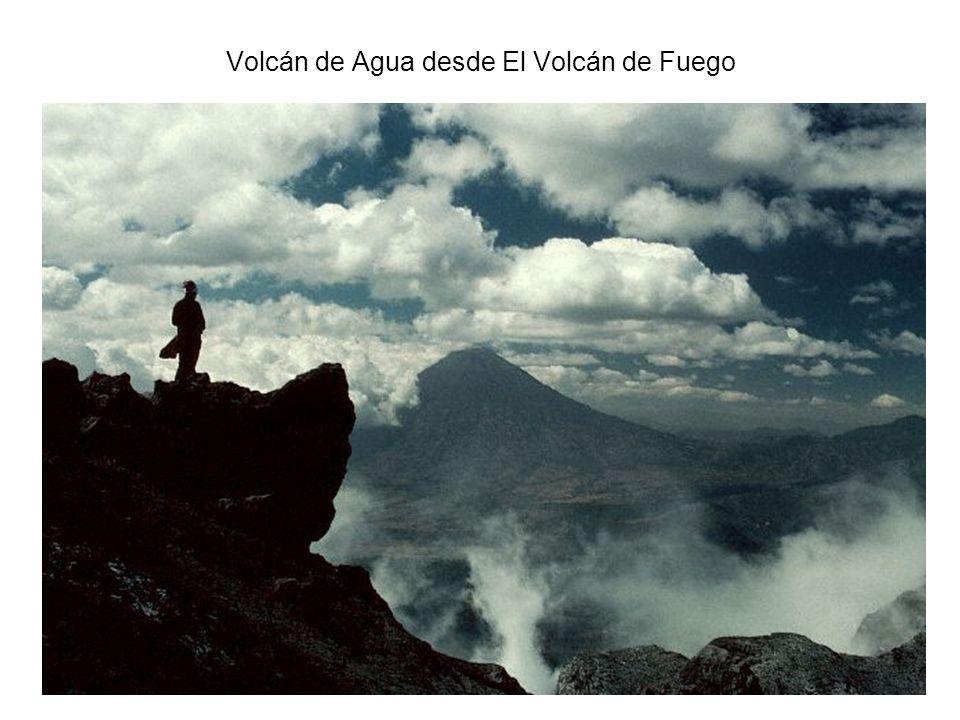 Volcán de Agua desde El Volcán de Fuego
