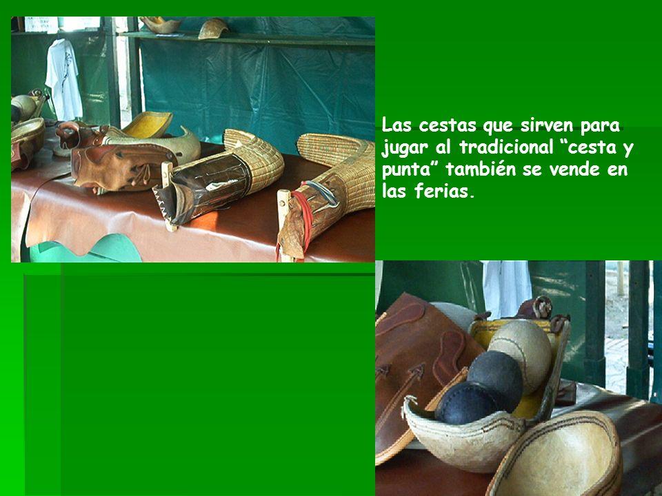 Las cestas que sirven para jugar al tradicional cesta y punta también se vende en las ferias.