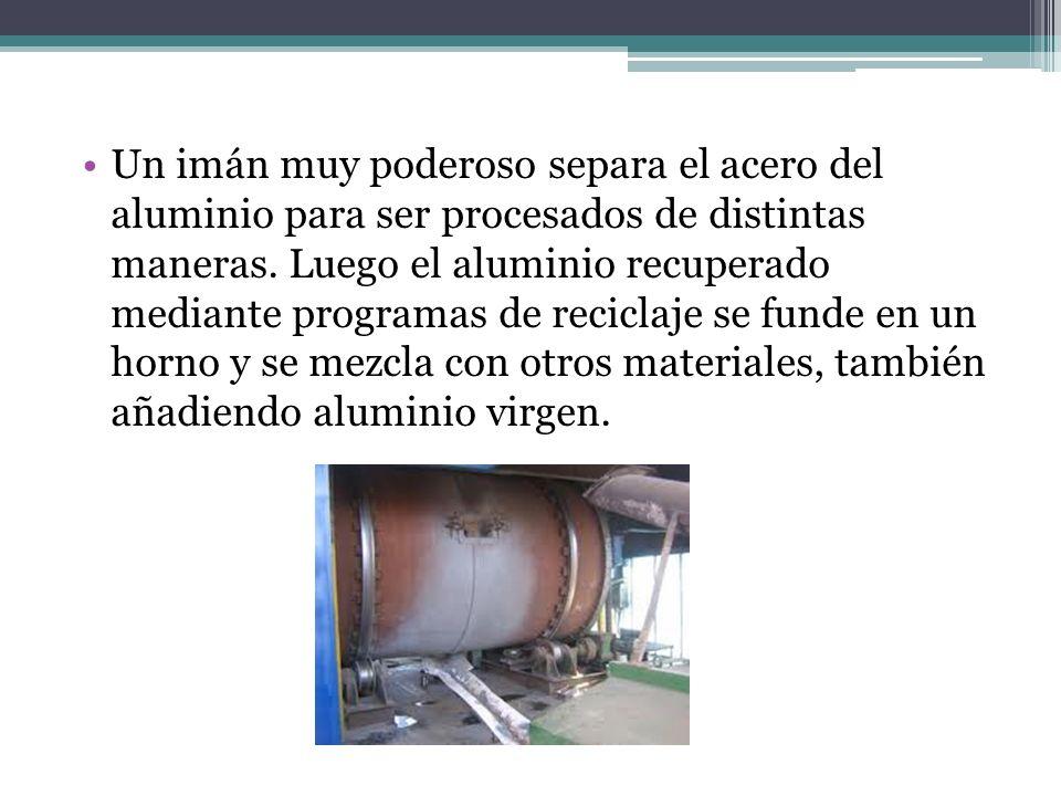 Un imán muy poderoso separa el acero del aluminio para ser procesados de distintas maneras.