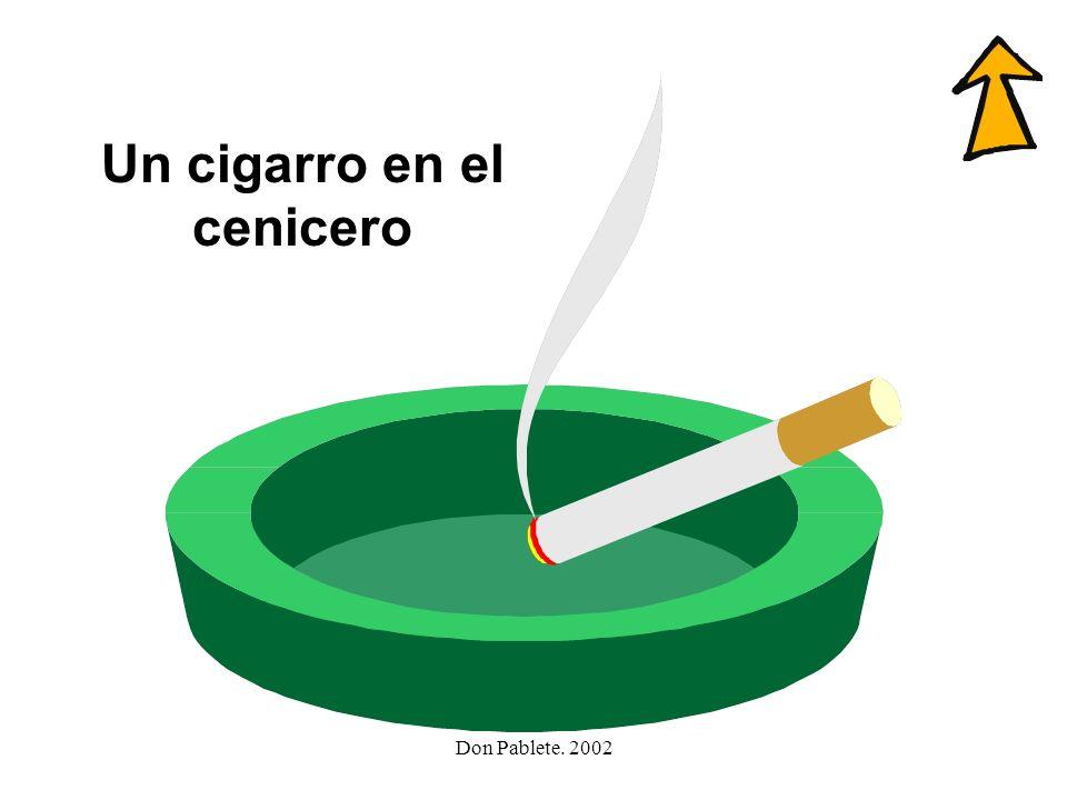 Un cigarro en el cenicero