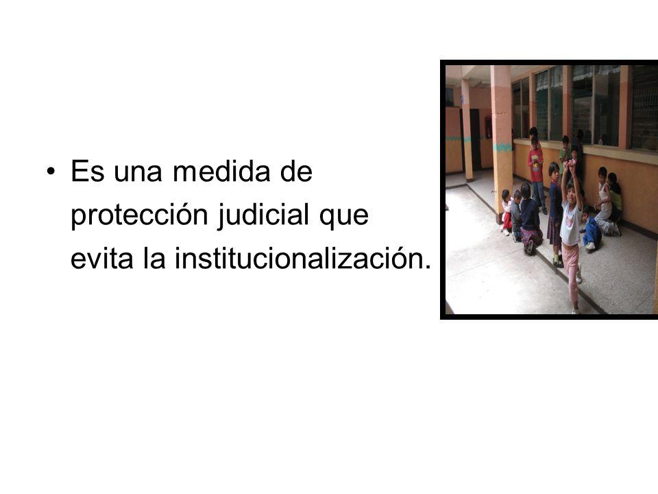 Es una medida de protección judicial que evita la institucionalización.