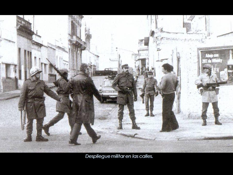 Despliegue militar en las calles.