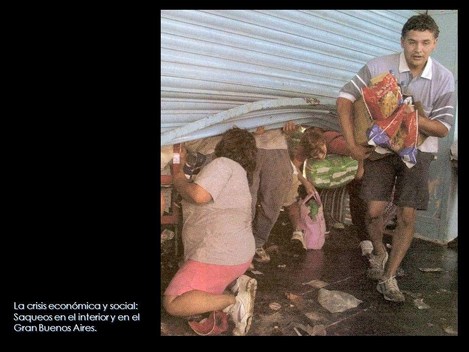 La crisis económica y social: Saqueos en el interior y en el Gran Buenos Aires.