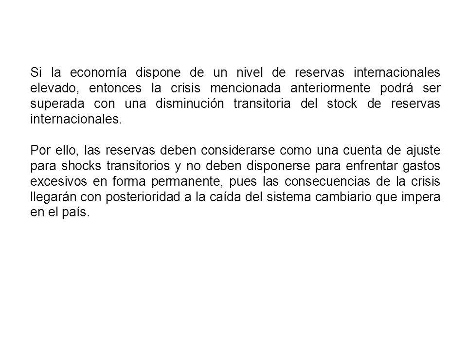 Si la economía dispone de un nivel de reservas internacionales elevado, entonces la crisis mencionada anteriormente podrá ser superada con una disminución transitoria del stock de reservas internacionales.