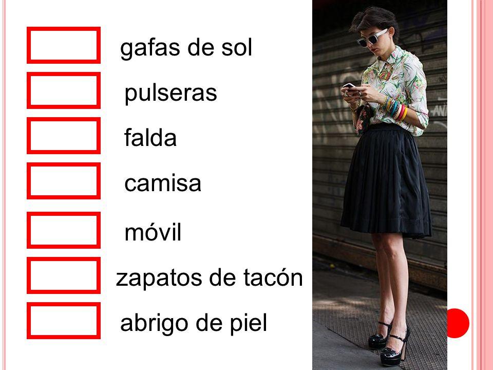 gafas de sol pulseras falda camisa móvil zapatos de tacón abrigo de piel