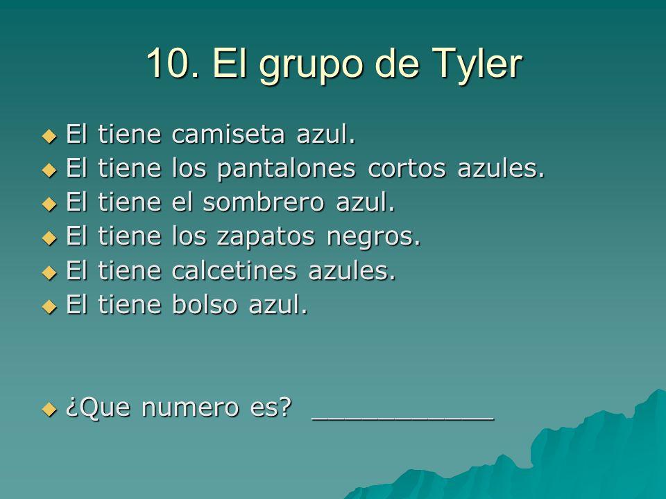 10. El grupo de Tyler El tiene camiseta azul.