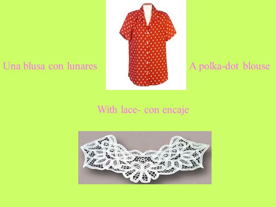 Una blusa con lunares A polka-dot blouse With lace- con encaje