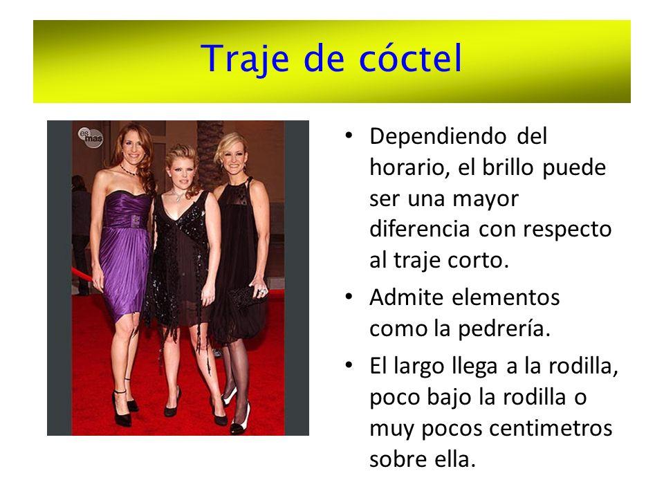 Traje de cóctel Dependiendo del horario, el brillo puede ser una mayor diferencia con respecto al traje corto.